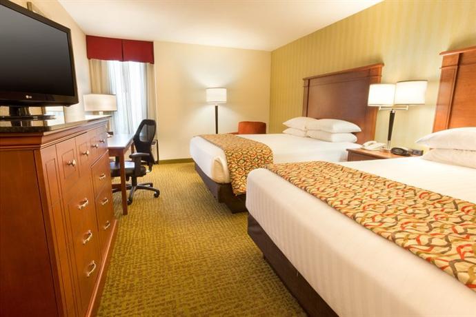 Photo 2 - Drury Inn & Suites Charlotte University Place
