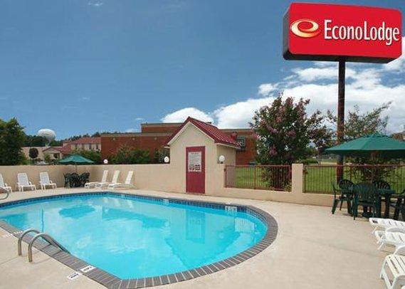 Photo 1 - Econo Lodge Clinton