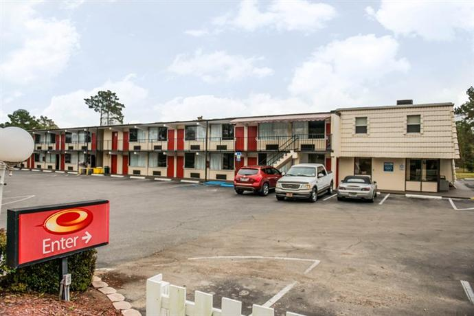 Photo 2 - Econo Lodge North Tallahassee