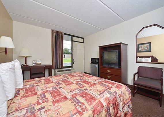 Photo 3 - Econo Lodge Midtown Savannah