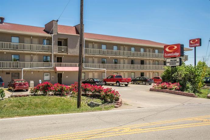 Photo 3 - Econo Lodge Sharonville
