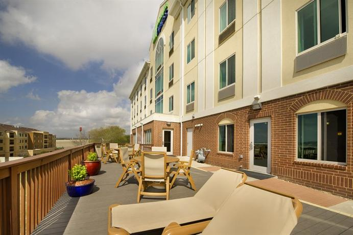 Photo 2 - Holiday Inn Express San Antonio Sea World