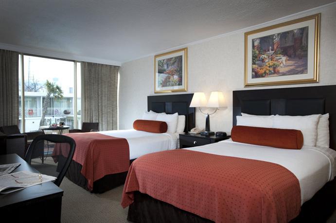 Photo 3 - El Tropicano Riverwalk Hotel
