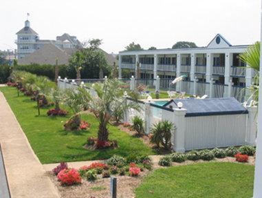 Photo 1 - Howard Johnson Inn Norfolk (Virginia)