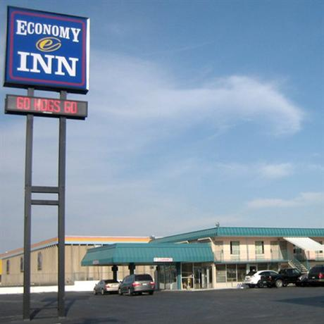 Photo 1 - Economy Inn Little Rock