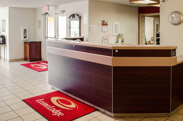 Photo 3 - Econo Lodge Inn & Suites Pensacola