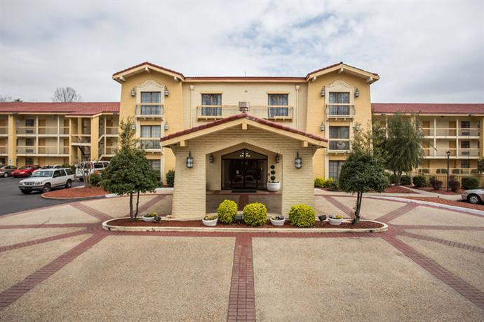 Photo 2 - Quality Inn & Suites Charlotte Airport