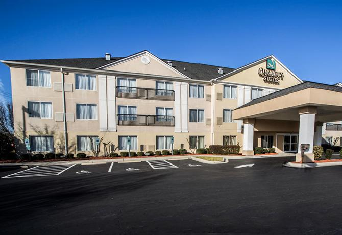 Photo 1 - Quality Suites Pineville (North Carolina)