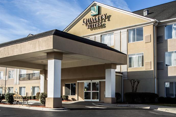 Photo 2 - Quality Suites Pineville (North Carolina)
