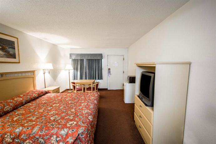 Photo 3 - Rodeway Inn Kissimmee