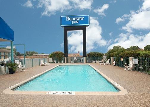 Photo 3 - Rodeway Inn San Antonio Near AT&T Center