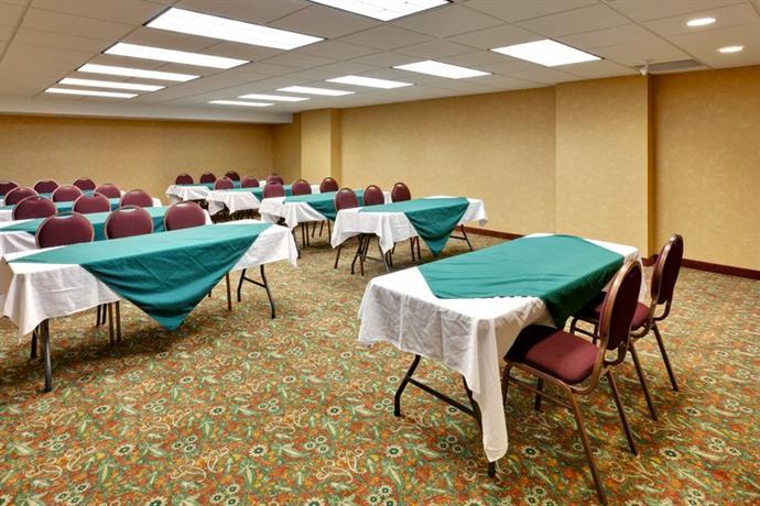 Photo 3 - Country Inn & Suites Niagara Falls