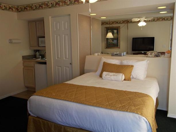 Photo 2 - Suites at Fall Creek