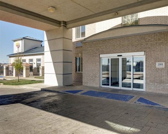 Photo 2 - Comfort Inn & Suites Airport Amarillo