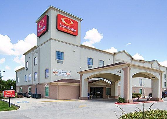 Photo 1 - Econo Lodge Inn & Suites New Braunfels