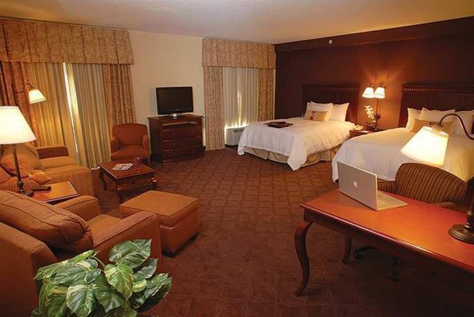 Hampton Inn & Suites Chesapeake-Battlefield Boulevard, 1421 North ...