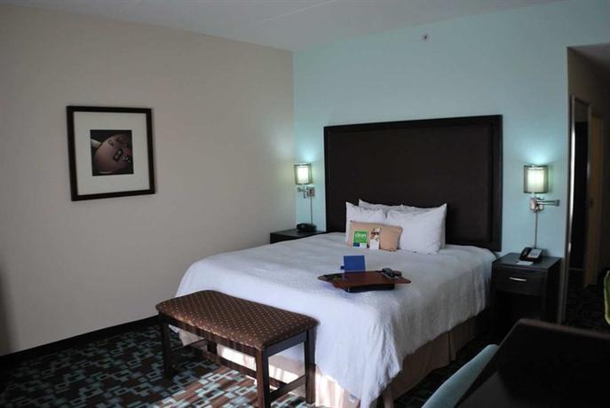Photo 1 - Hampton Inn & Suites Nashville @ Opryland