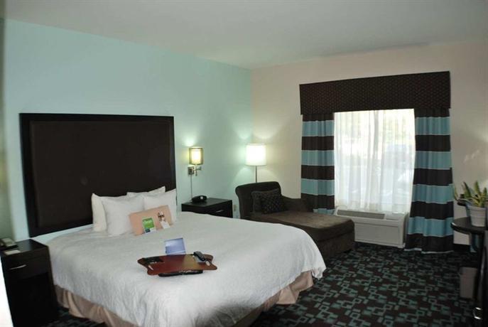Photo 2 - Hampton Inn & Suites Nashville @ Opryland