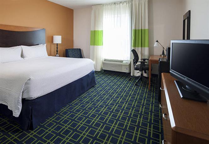 Photo 2 - Fairfield Inn & Suites Orlando at Seaworld
