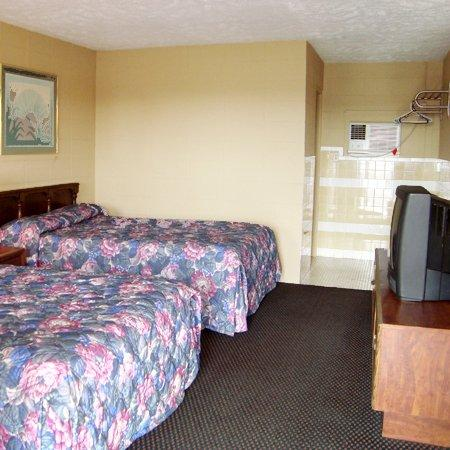 Photo 3 - Best Budget Inn Springfield