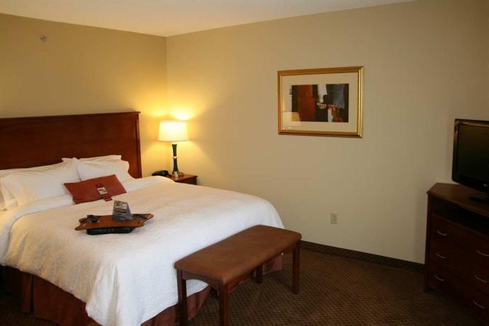 Photo 3 - Hampton Inn & Suites Warren