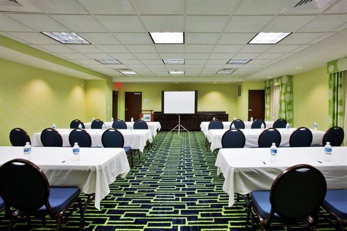 Photo 2 - Holiday Inn Express Hotel & Suites Orlando Apopka