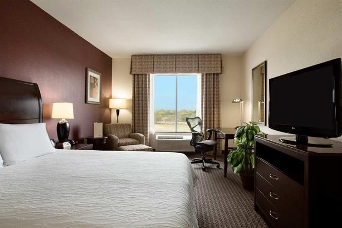 Photo 2 - Hilton Garden Inn New Braunfels