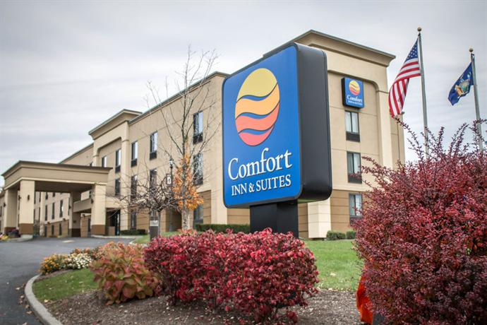 Photo 2 - Comfort Inn & Suites Wolf Road