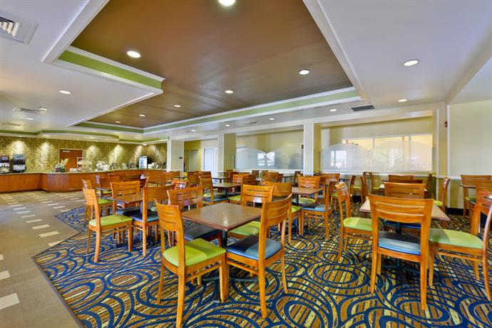Photo 2 - Comfort Inn & Suites Orlando