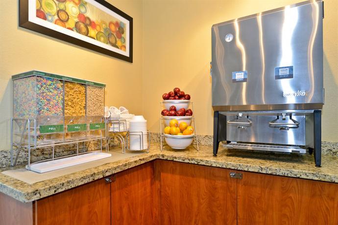 Photo 3 - Comfort Inn & Suites Orlando