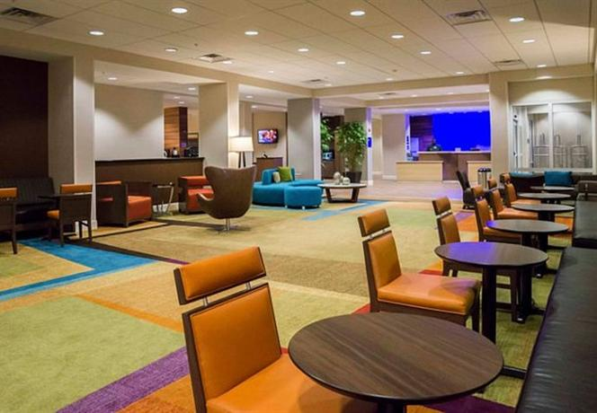 Photo 3 - Fairfield Inn & Suites by Marriott Orlando International Drive Convention Center