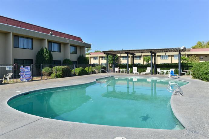 Photo 1 - Red Roof Inn Fresno - Yosemite Gateway