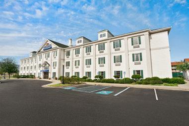 Photo 1 - Baymont Inn & Suites Lafayette Airport