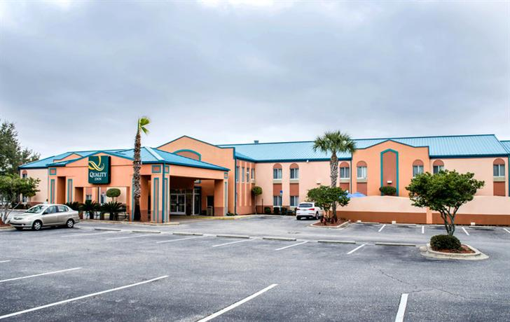 Photo 1 - Comfort Inn Pensacola - Pine Forest