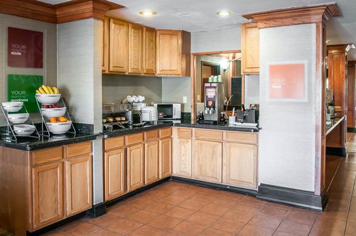 Photo 1 - Quality Suites Albuquerque