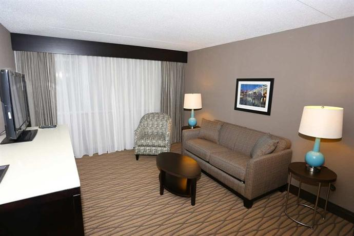 Photo 2 - Holiday Inn Cleveland -West