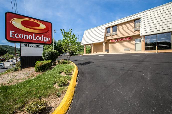 Photo 2 - Econo Lodge Biltmore