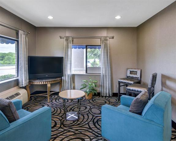 Photo 3 - Quality Inn & Suites Grand Prairie