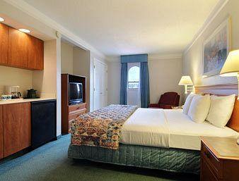 Photo 2 - Baymont Inn & Suites Wurzbach San Antonio
