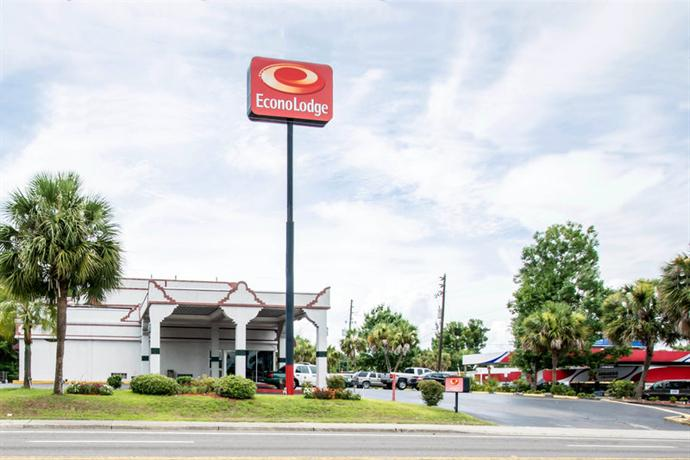 Photo 1 - Econo Lodge West Gainesville