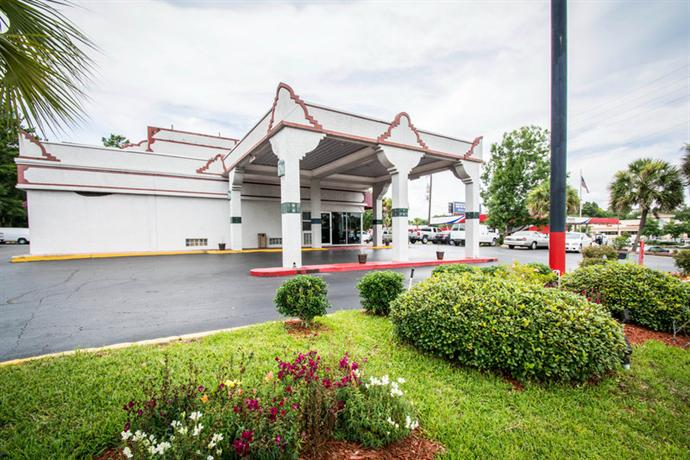 Photo 2 - Econo Lodge West Gainesville