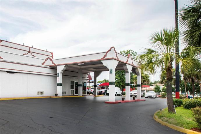 Photo 3 - Econo Lodge West Gainesville