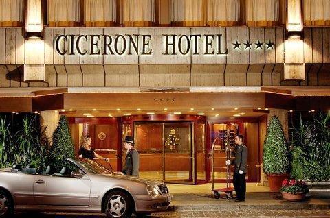 Photo 2 - Cicerone Hotel
