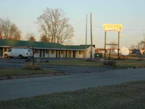 Photo 1 - Broadway Motel Des Moines