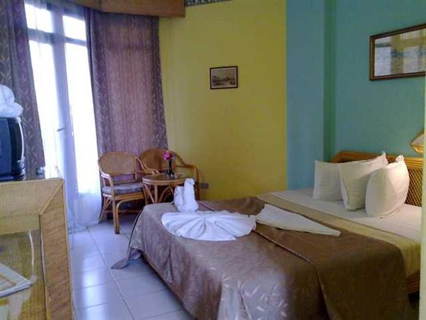 Photo 2 - Gaddis Hotel Suites and Apartments