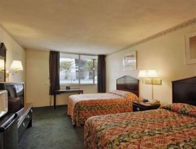 Photo 3 - Travelodge Richmond