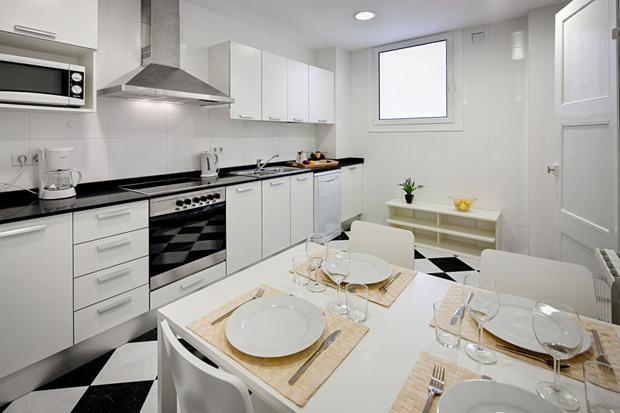 Photo 2 - Lluria Apartments