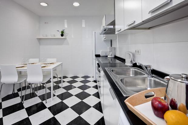 Photo 3 - Lluria Apartments