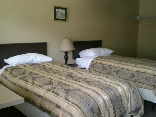 Photo 2 - Squamish Budget Inn