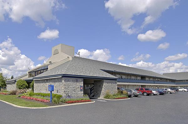 Photo 1 - Americas Best Value Inn - Columbus Airport